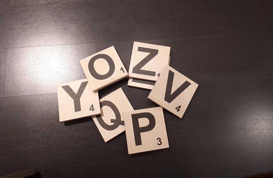Lettere Di Legno Da Appendere : Scarabeo lettere in legno da appendere o magnetiche conti design