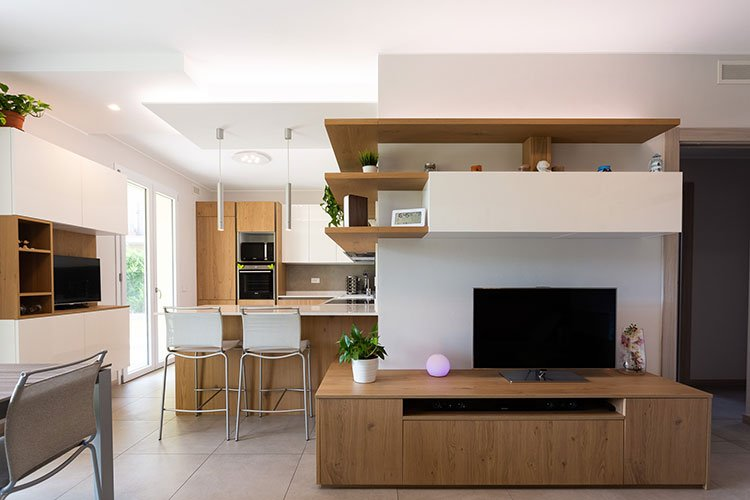 Arredamento cucina e soggiorno in continuità estetica a Lecco, Como, Monza, Milano e Sondrio