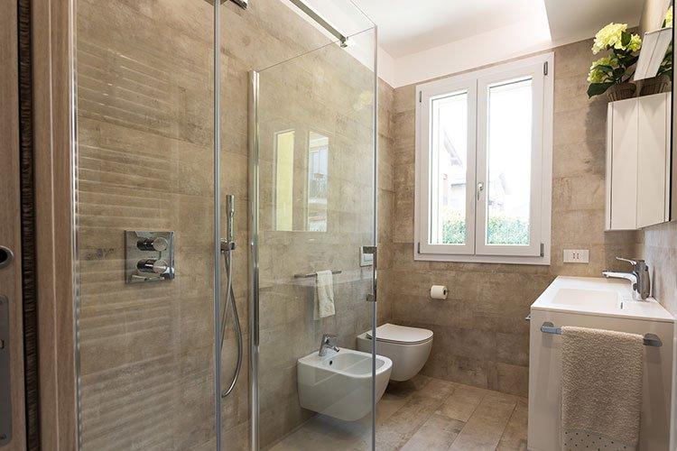 Bagno con box doccia trasparente a Lecco, Como, Monza, Milano e Sondrio