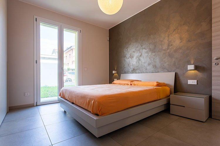 Camera da letto matrimoniale con contenitore a Lecco, Como, Monza, Milano e Sondrio