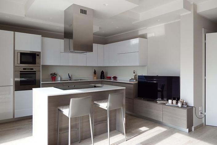 Cucina moderna con isola centrale a Lecco, Como, Monza, Milano e Sondrio