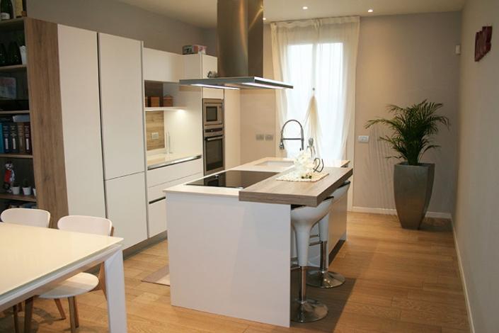 Cucine moderne con isola a Lecco, Como, Monza, Milano e Sondrio