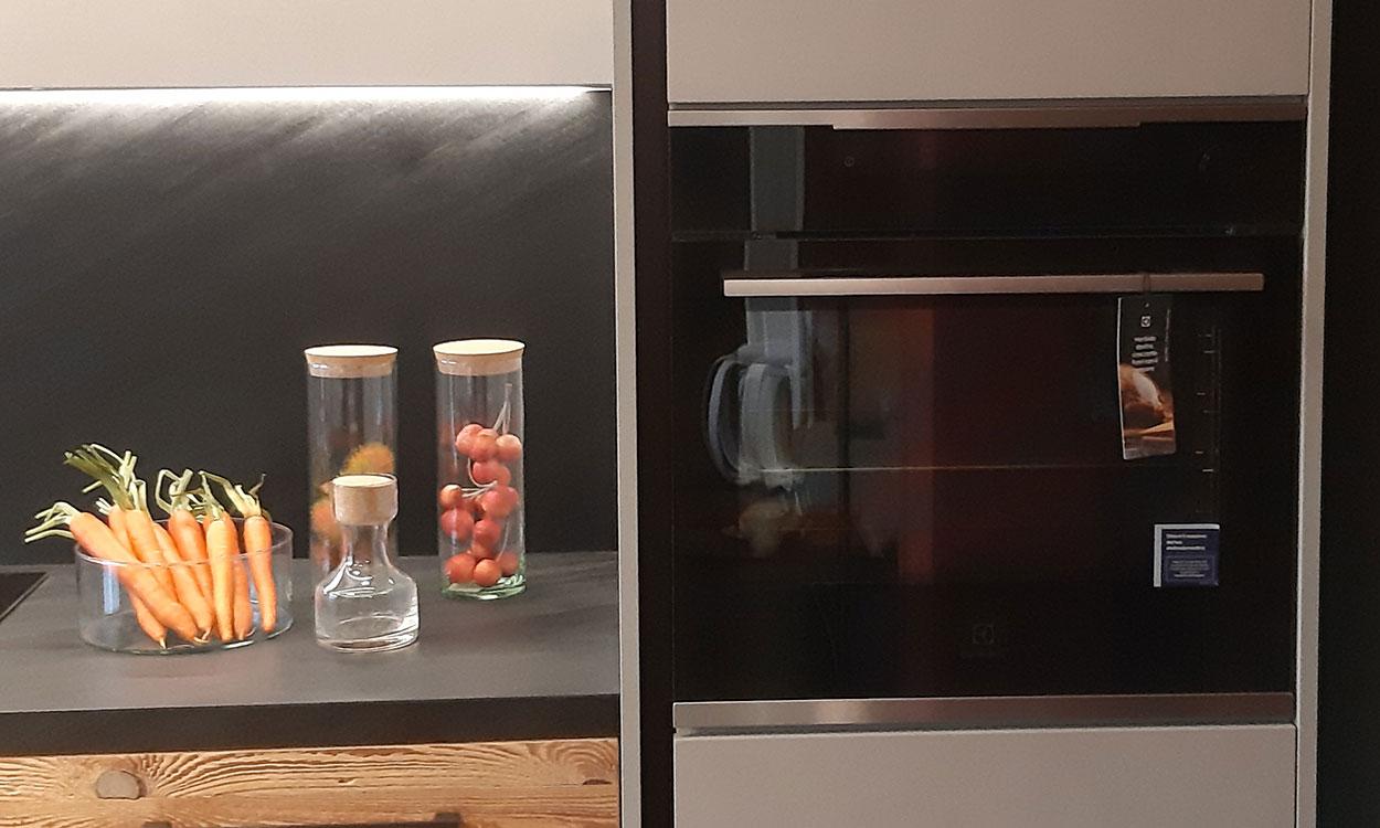 Cucina su misura con forno Electrolux con cottura al vapore a Lecco, Como, Monza Brianza e Milano